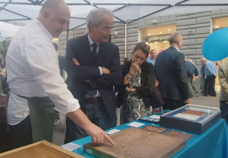 The rector Sauro Longhi visits the stand