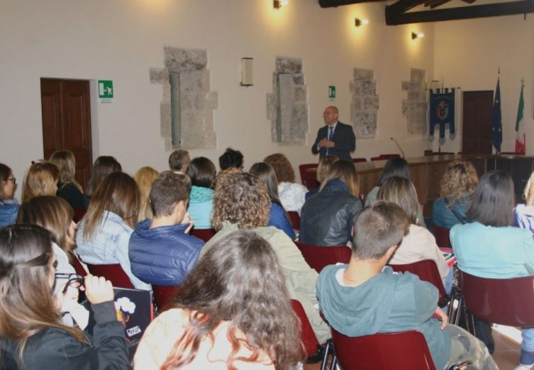The Director of Pioraco and Fabriano Paper Mill, Ivo Planeta with the students