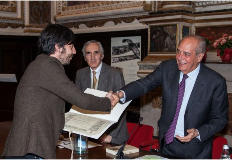Emilio Macchia received from the President Alessandro Fedrigoni a Certificate of Merit