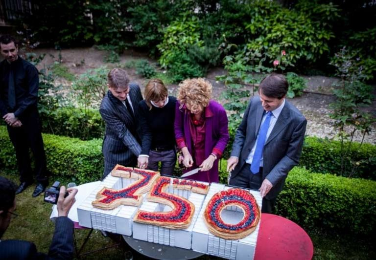 Cake to celebrate the 750 years of paper