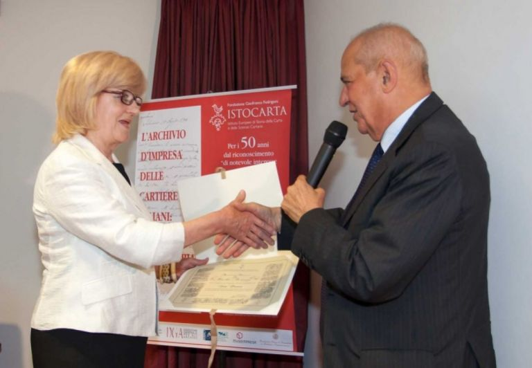 Delivery of HONORARY Member certificate to Prof. Paola Farenzi